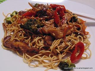Cooking World - Noodles com Porco e Cogumelos Shitake